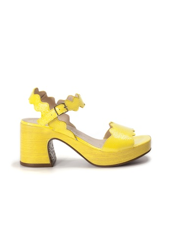Shu Talk yellow WONDERS Comfortable Patent Leather Platform Sandal Heels 3A226SH18C6FA1GS_1