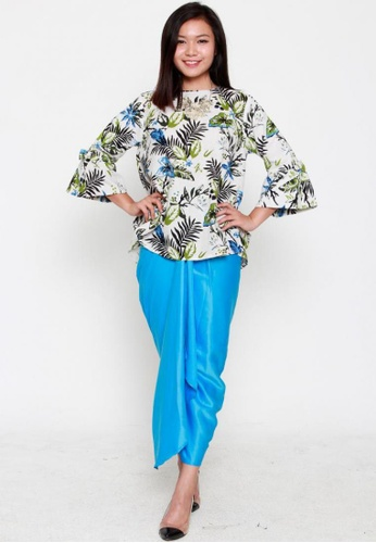 Naphthys Collection green and blue and beige Inez Flared Blouse with Flared Sleeves NA003AA0FJVBSG_1