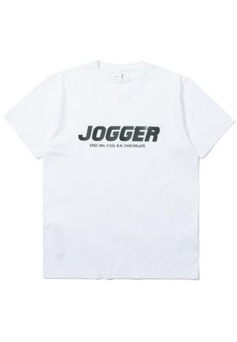 ":CHOCOOLATE white ""Jogger"" print tee 9F7FBAA08B093EGS_1"