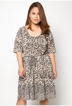 Pleated Plus Size Dress with Side Pockets