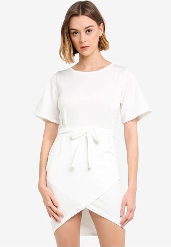 7a7f106103fb21 Boohoo white Petite Pleat Detail Tie Waist Wrap Dress DA30BAA26A54CAGS_1