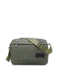 【ZALORA】 Casual 防潑水 隨身斜肩包-06384-菸灰綠