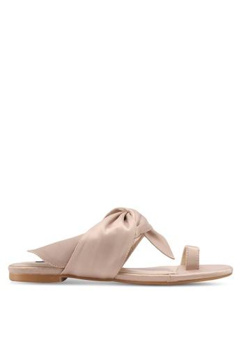 ZALORA beige Toe-Ring Sandals 2EAA0SH5ED0438GS_1