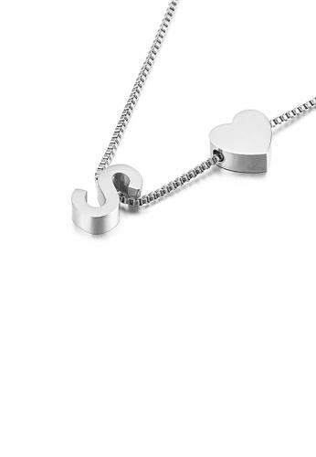 Glamorousky 銀色 簡約時尚心形英文字母S 316L鋼吊墜配項鏈 869DAACA71CD0FGS_1
