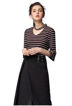【ZALORA】 OUWEY歐薇 甜美率性條紋V領上衣