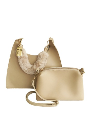 LIVLOLA brown and beige Faux Fur Shoppers Crossbody Bag in beige EB235AC0F546A9GS_1