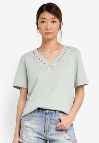 Something Borrowed green Relaxed Tee With Neckline Graphic 3FF29AAE632284GS_1