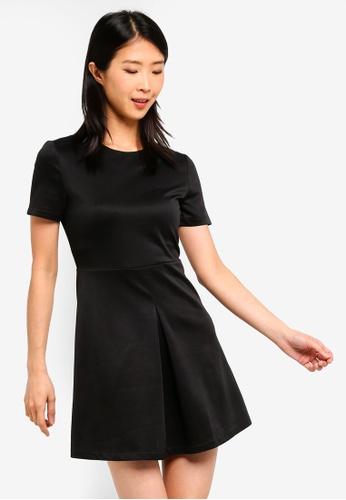 ZALORA BASICS black Basic Short Sleeves Pleat Details Dress D33CFAA4005535GS_1