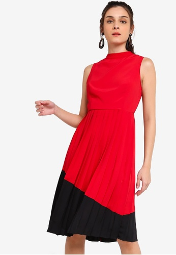 ZALORA 黑色 and 紅色 Contrast Pleated Dress 202FEAAA06AD2BGS_1