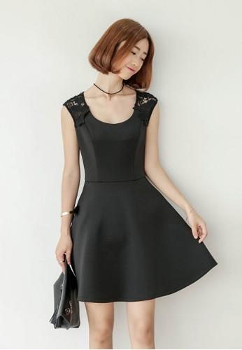 Jasmiesprit手錶專櫃ne 蕾絲挖背連身裙, 服飾, 洋裝