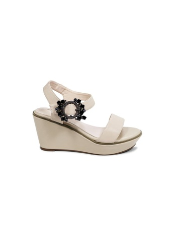 prettyFIT beige Beige Wedge Sandals With Embellished Buckles HQ-1771 36F6ASH7D38CBCGS_1