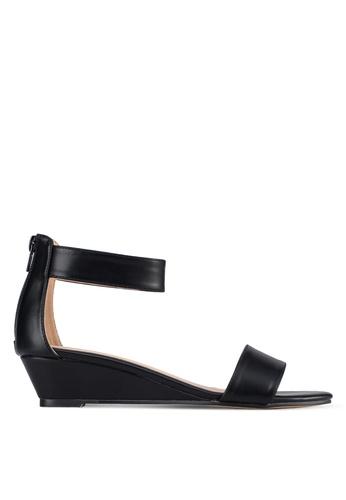 ZALORA 黑色 一字帶繞踝楔形鞋 AACCKSH0000085GS_1
