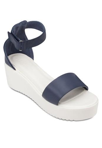 Tyra zalora時尚購物網的koumi koumi一字帶繞踝厚底涼鞋, 女鞋, 楔形涼鞋
