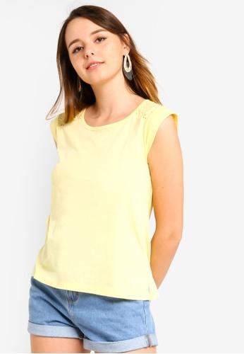 ZALORA 黃色 蕾絲鏤空T恤 02A67AAB6920B4GS_1