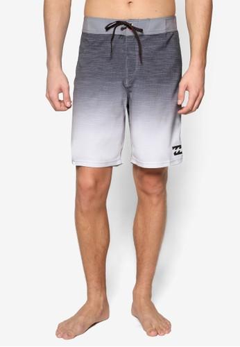 Tripper 漸層zalora 泳衣色衝浪短褲, 服飾, 運動