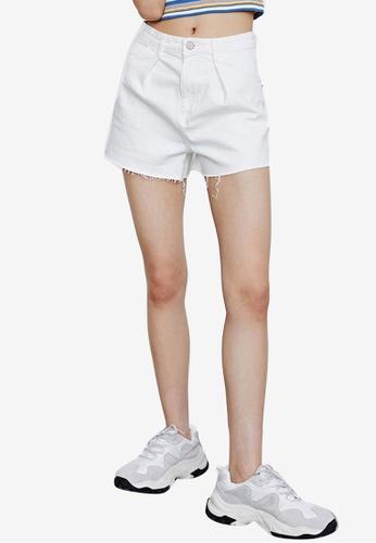 URBAN REVIVO white Casual Shorts B4C2AAADCF6242GS_1