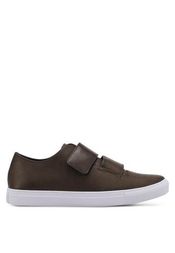 ZALORA brown Reverse Strap Velcro Fastening Sneakers 8FFCDSHC9C127FGS_1