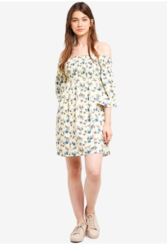 65921d44f3 35% OFF Kitschen Floral Smocked Knee Length Dress RM 84.80 NOW RM 55.10  Sizes S M L