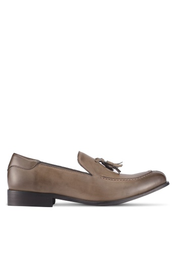 ZALORA brown Faux Leather Slip On Dress Shoes with Tassels 15D69SHA494AA5GS_1