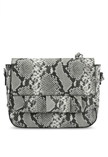 Vero Moda black Ruffle Snake Crossbody Bag VE975AC0SEGDMY_1