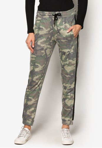 迷彩印花休閒長褲、 服飾、 長褲及內搭褲TOPSHOP迷彩印花休閒長褲最新折價