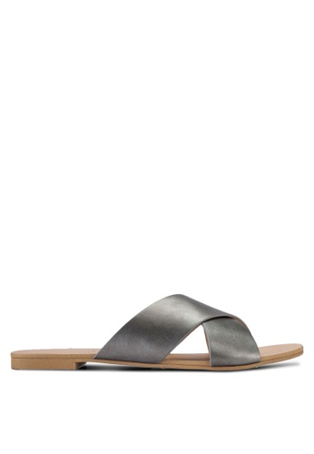 ZALORA 銀色 Basic Cross Strap Sliders 3EF96SH9A4D371GS_1