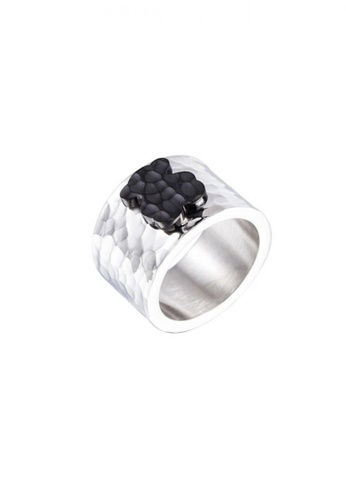 LOVENGIFTS black and silver LOVENGIFTS Hammered Goldie Bear Titanium Ring (Black) LO429AC23MUYMY_1