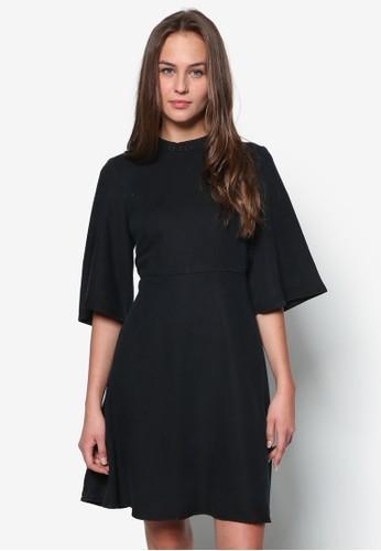 五分寬袖zalora 內衣傘擺洋裝, 服飾, 服飾
