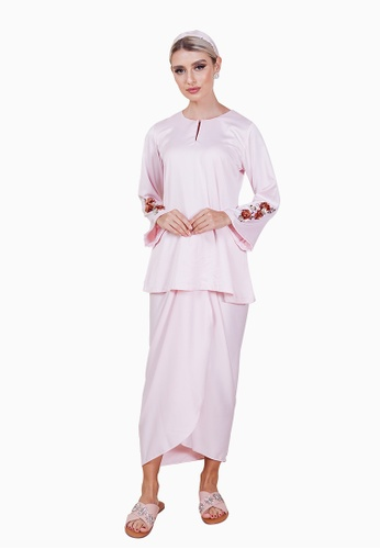 Diannova Kurung from LosraVelda in Pink