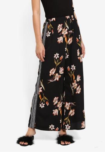 ZALORA black Long Pants With Side Stripes 642D9AA1EAFAEAGS_1