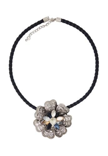 Jaysa Collection silver Metallic Filigree Flower Crystal Pendant Choker JA875AC0FNVYSG_1