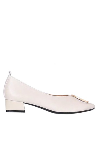 Twenty Eight Shoes beige Pointed Mid Heel with Buckle VL1702 26840SH4900ABBGS_1
