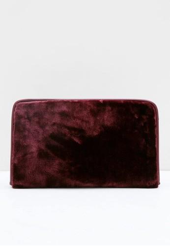 Berrybenka Label red Godiva Octarina Velvet Clutch Maroon E1E53ACE3DDF71GS_1
