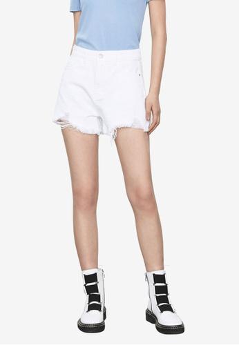 URBAN REVIVO white Casual Shorts 803E5AA4313AABGS_1