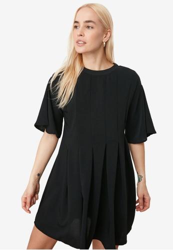 Trendyol black Short Sleeve Pleated Swing Dress E284DAA7F3FC19GS_1