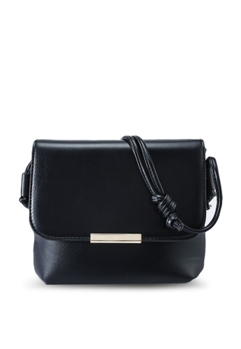 Red's Revenge black Elodie Minimalist Crossbody Sling Bag 2859EAC0EB5BB8GS_1