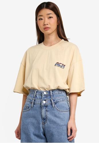 Stylenanda beige Logo Print Side Slit T-Shirt 087E4AAF6B3BF6GS_1