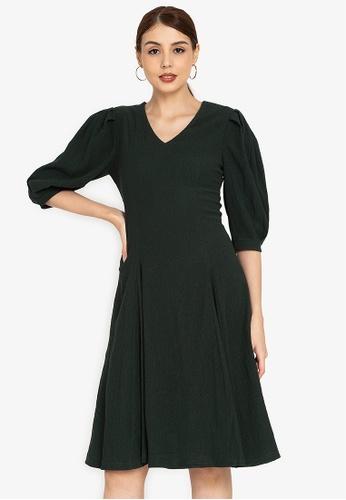 ZALORA OCCASION green Textured Puff Sleeve Midi Dress CB899AA39F0AEEGS_1