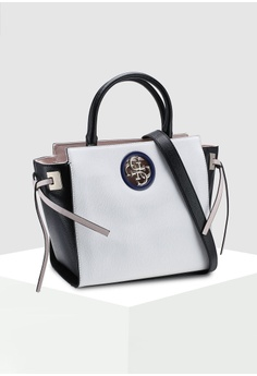 0fcb124d47 15% OFF Guess Open Road Society Satchel Bag S$ 160.00 NOW S$ 135.90 Sizes  One Size