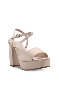8e6f017b7e93 VINCCI Platform Heels RM 109.00. Available in several sizes