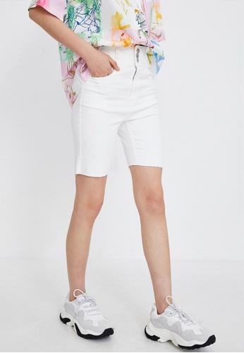 URBAN REVIVO white High Waist Denim Shorts 75A6FAAAC20427GS_1