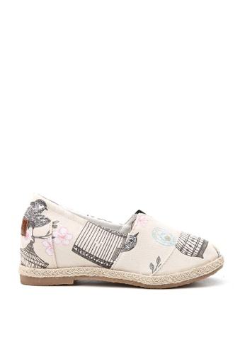 KissXXX 米褐色 花鳥蝴蝶圖樣美腿效果5CM內增高帆布休閒鞋 KI603SH09OF9TW_1