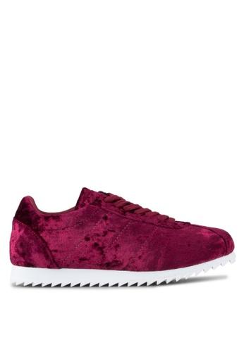 ZALORA 紅色 天鵝絨運動鞋 08E1ESHF077A8AGS_1
