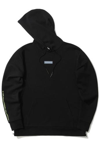 izzue black Graphic print patch hoodie 46ACEAAA53635CGS_1