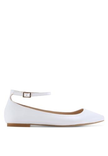 ZALORA 白色 尖頭繞踝平底鞋 FC623SHBBB096AGS_1