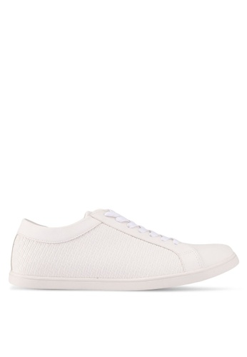 ZALORA white Textured Faux Leather Sneakers 65B7BSH6E18098GS_1