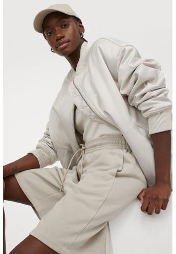 H&M beige Sweatshirt shorts 06D8CAA89118FFGS_1