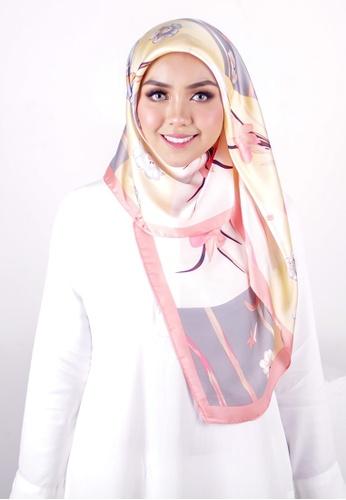 FATIMÉ multi Satin Square Hijab Bamboo (Yellow) 91027AAF4E3104GS_1