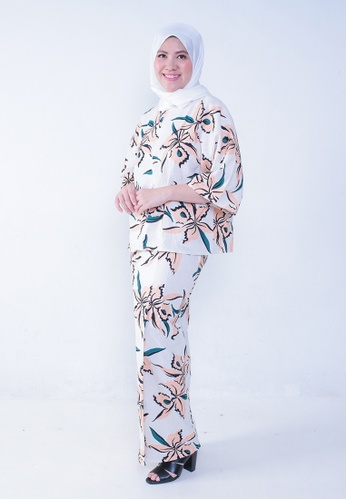 Kaftan Kedah Orkid from Secretcode in White and Pink and Orange and Beige