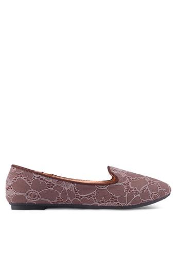 Noveni brown Textured Round Toe Flats 8659DSH5C83728GS_1
